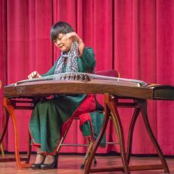 Madame WU Bing joue du guzheng